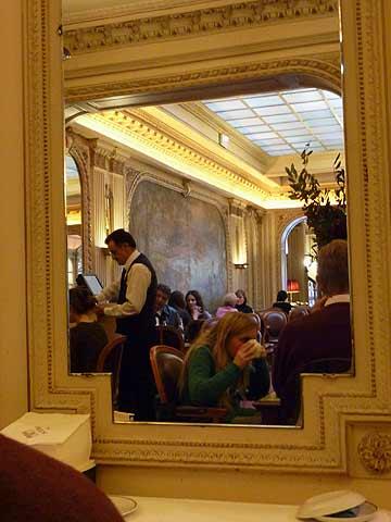 Parijs in drie en een halve dag de foto 39 s en het reisverslag dag 3 - Spiegel rivoli huis van de wereld ...